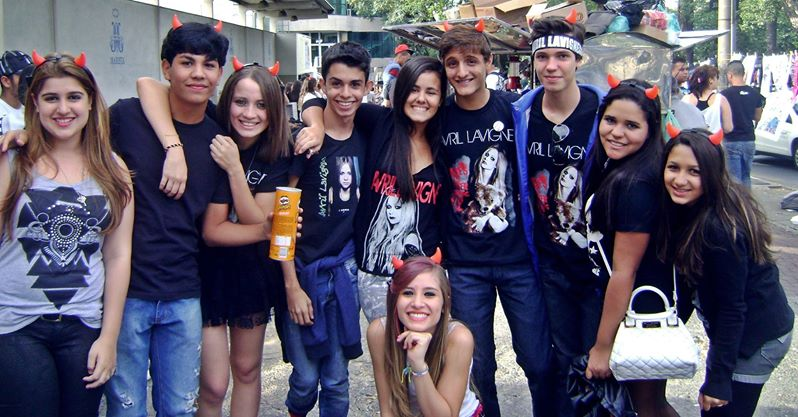 the avril lavigne tour amigos na fila