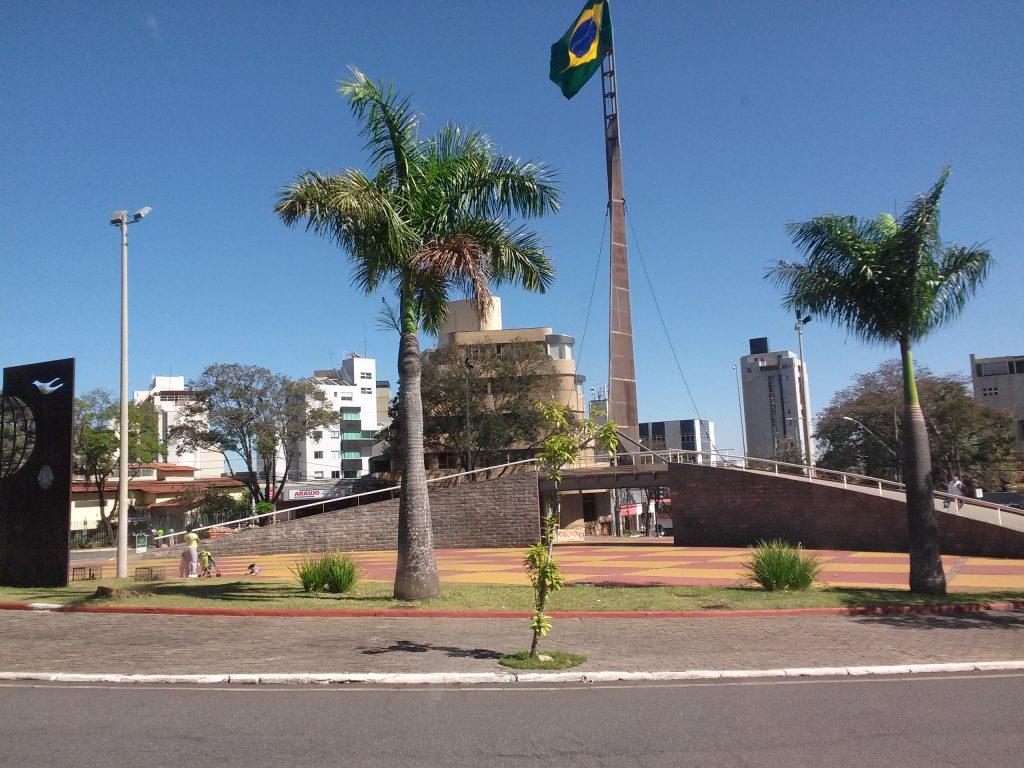 tour-por-belo-horizonte-praça-da-bandeira
