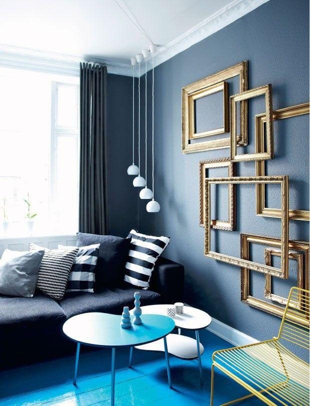 decoração-com-quadros-na-parede-apenas-moldura-dourada