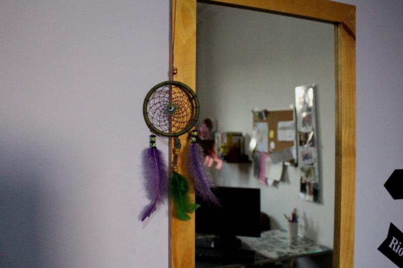 home-office-pequeno-espelho-filtro-dos-sonhos