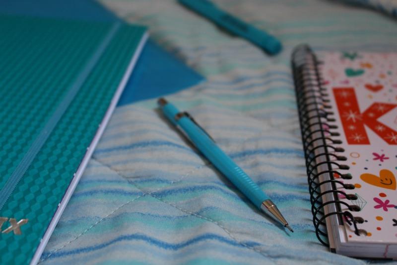 lapiseira azul volta as aulas Como personalizar caderno