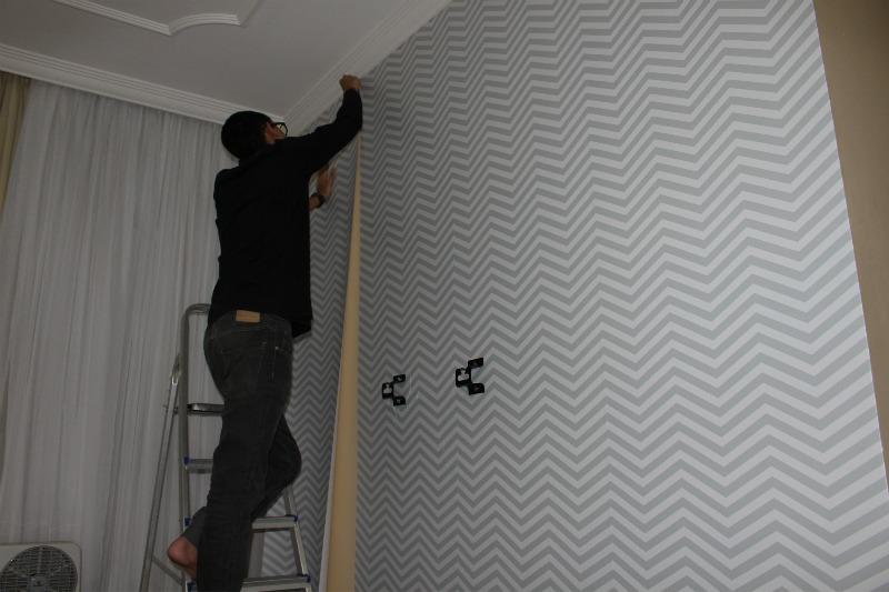 colar-papel-de-parede-sozinho-qcola-zig-zag-