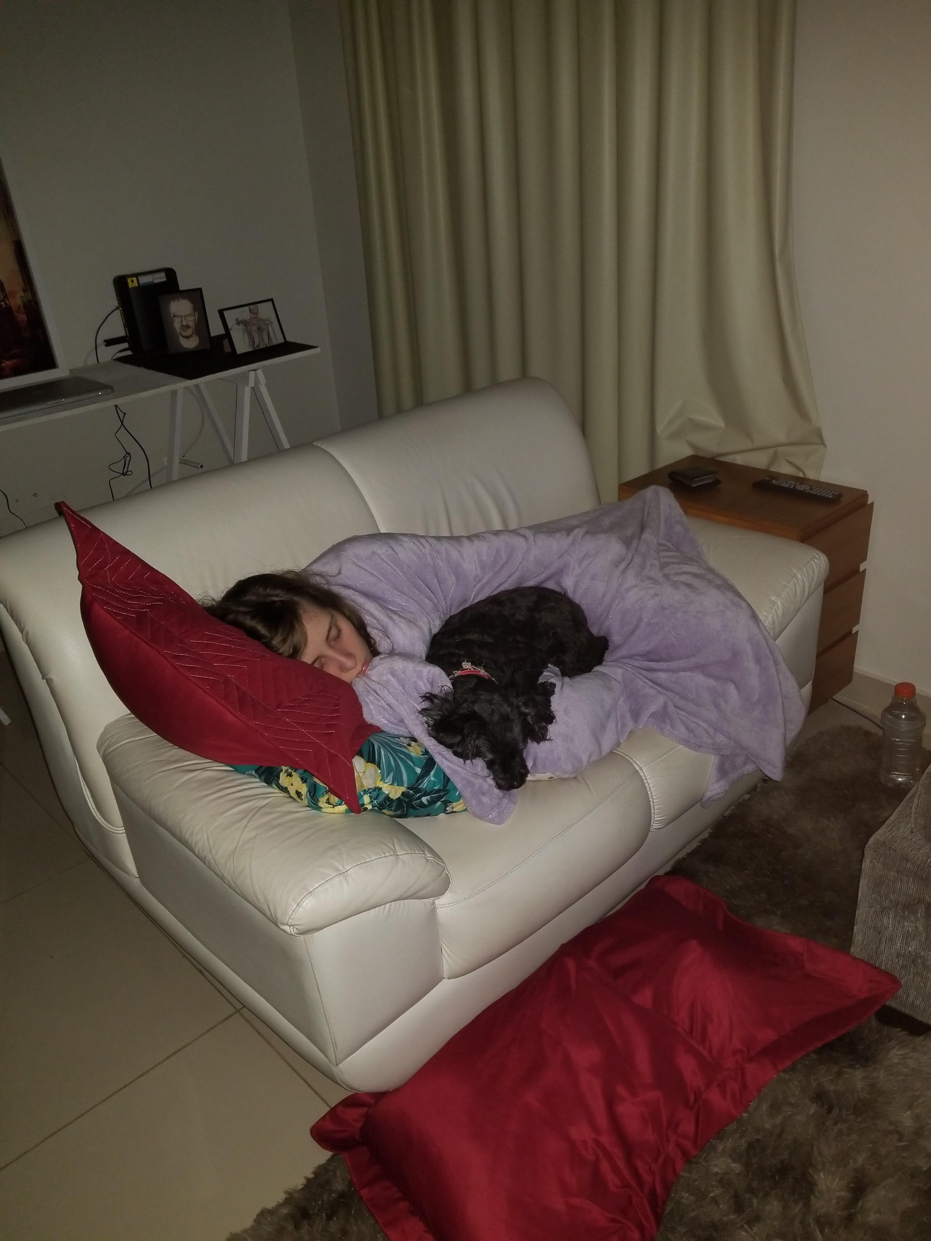 dormindo com juma cachorro