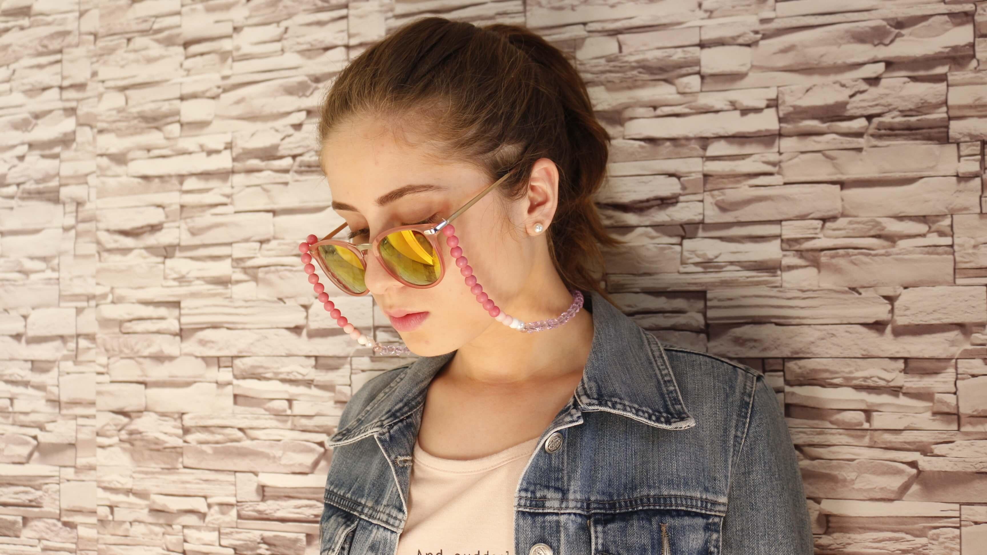 Cordinha para óculos  como fazer a sua sem gastar muito! e9d8686a0b